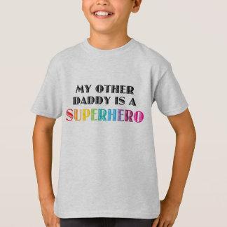 私の他のお父さんはスーパーヒーローです Tシャツ