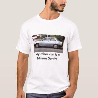 私の他の車は日産Sentraです Tシャツ