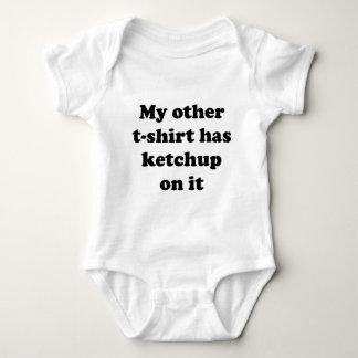私の他のTシャツはそれのケチャップを食べます ベビーボディスーツ