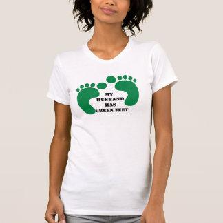 私の夫に緑の足があります Tシャツ