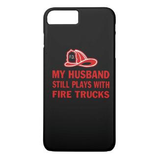 私の夫はまだ普通消防車によって遊びます iPhone 8 PLUS/7 PLUSケース