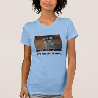 私の女性を侮辱すれば私は足首のかみます Tシャツ
