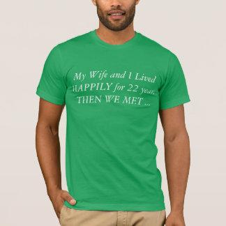 私の妻および私は22年間そして私達幸福に住んでいました Tシャツ