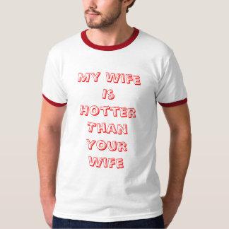 私の妻はカスタマイズあなたの妻より熱いです- Tシャツ