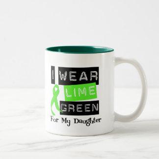 私の娘のためのリンパ腫Iの衣服のライムグリーンのリボン ツートーンマグカップ