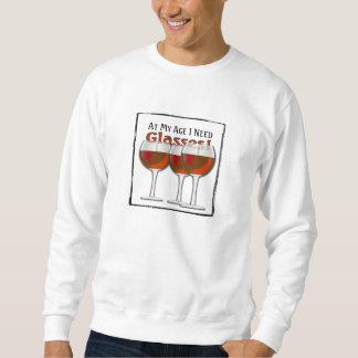 私の年齢で私はガラス-赤ワイン--を必要とします スウェットシャツ