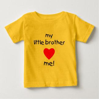 私の弟は私を愛します ベビーTシャツ