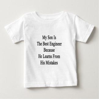 私の息子は彼がから学ぶので最も最高のなエンジニアです ベビーTシャツ