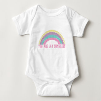 私の日光のベビーのロンパース、虹です ベビーボディスーツ