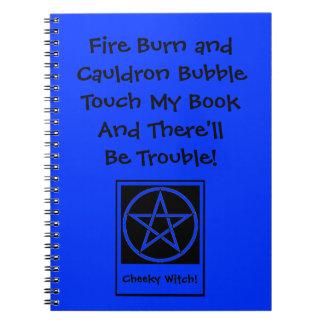 私の本に触れて下さい及び悩みのウィッカ信者のメモ帳があります ノートブック