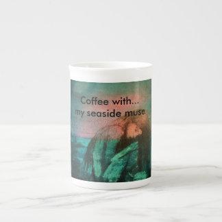"""""""…私の海岸のめい想のコーヒー。"""" ボーンチャイナカップ"""