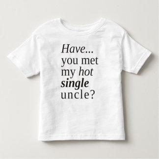 私の熱く独身のな叔父さんに会いましたか。 トドラーTシャツ