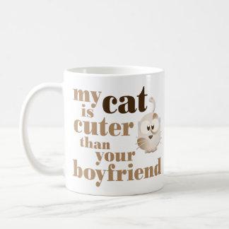 """""""私の猫あなたのボーイフレンドよりかわいいです""""は コーヒーマグカップ"""