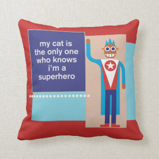 私の猫は私がスーパーヒーローの装飾用クッションであることを知っています クッション