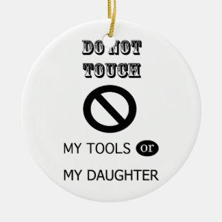 私の用具か私の娘に触れないで下さい セラミックオーナメント