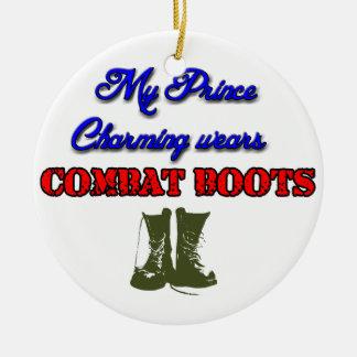 私の白馬の王子様戦闘用ブーツ、クリスマスを身に着けています セラミックオーナメント
