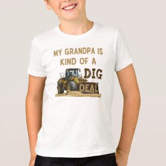私の祖父はちょっと発掘の取り引きです Tシャツ
