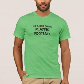 私の血液型はフットボールを遊んでいます Tシャツ