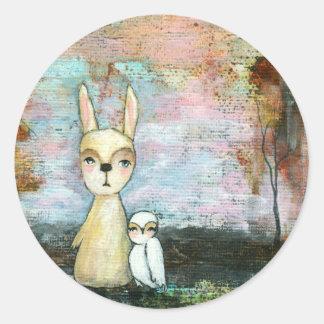 私の親友、ベビーのウサギ、ベビーのフクロウの抽象美術 ラウンドシール