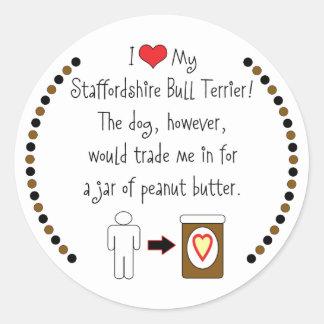 私の(犬)スタッフォードのブルテリアはピーナッツバターを愛します ラウンドシール