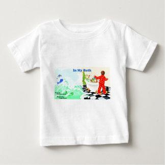 私のBathでは、私はもどって来ます ベビーTシャツ