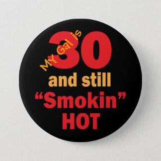 私のGalは30およびまだSmokin熱い|の第30誕生日です 缶バッジ