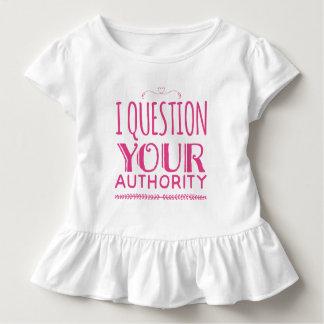 """""""私はあなたの権限""""にフリルが付いたティー質問します トドラーTシャツ"""