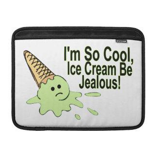 私はあります従って涼しいアイスクリームは嫉妬深いです MacBook スリーブ