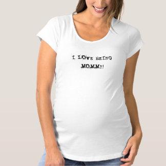 私はお母さんであることを愛します! マタニティTシャツ