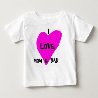 私はお母さん及びパパを愛します ベビーTシャツ