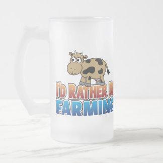 私はむしろ-ブラウンの乳牛耕作していました フロストグラスビールジョッキ