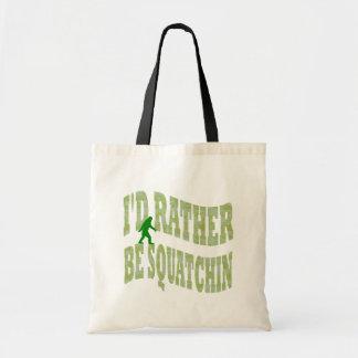 私はむしろSquatchinです トートバッグ