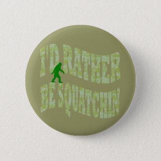 私はむしろSquatchinの緑の迷彩柄です 5.7cm 丸型バッジ