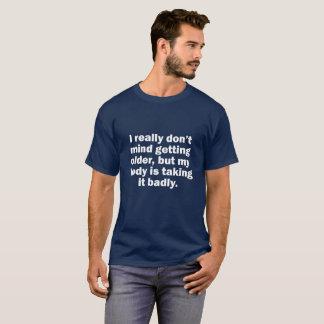 私はより古くなることを気にしませんが、私の体は取っています Tシャツ
