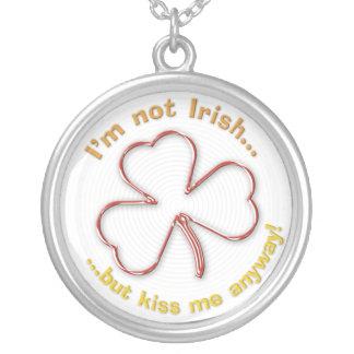 私はアイルランドの-しかし私にとにかく接吻して下さい-ネックレスではないです シルバープレートネックレス
