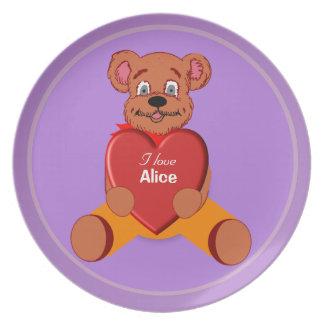 私はアリスのテディー・ベアのプレートを愛します お皿