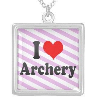 私はアーチェリーを愛します シルバープレートネックレス
