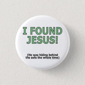私はイエス・キリストを見つけました! 彼はソファーの後ろに…隠れていました 缶バッジ