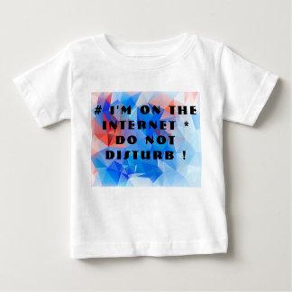 私はインターネットにあります。 妨げないで下さい! ベビーTシャツ
