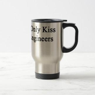 私はエンジニアだけに接吻します トラベルマグ