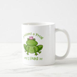 私はカエルのマグに接吻しました コーヒーマグカップ