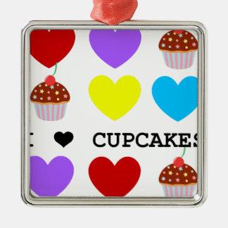 私はカップケーキの明るいデザインのカップケーキを愛します メタルオーナメント