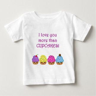私はカップケーキよりもっと愛します ベビーTシャツ