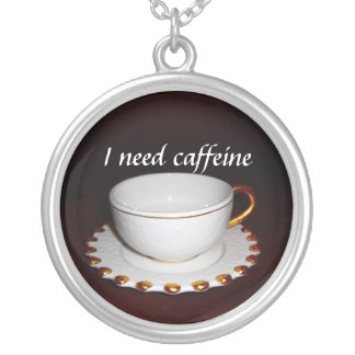 私はカフェインのカップ・アンド・ソーサーを必要とします シルバープレートネックレス