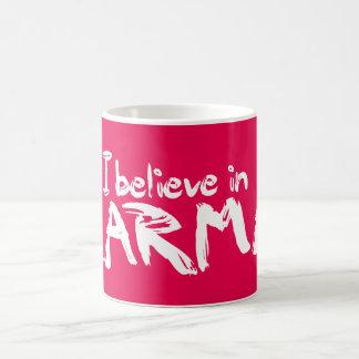 私はカルマのマグで信じます コーヒーマグカップ