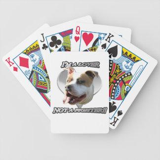 私はカードを遊んでいる恋人のピットブル犬です バイスクルトランプ