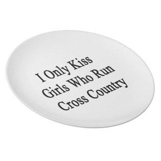 私はクロス・カントリーを走る女の子だけに接吻します プレート