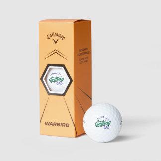 私はゴルフをするパパのゴルフ・ボールに属します ゴルフボール