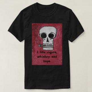 私はシガー、ウィスキーおよび昼寝を好みます Tシャツ