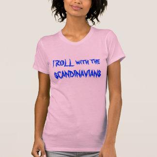私はスカンジナビア人と転がります Tシャツ